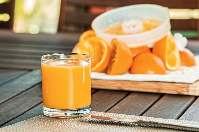 fresh-orange-juice-1614822_1920